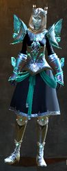 Mistforged Glorious Hero's armor (light) sylvari female front.jpg